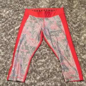 Girls XL under armor capris/leggings